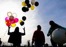 """<div class=""""source"""">KACIE GOODE/The Kentucky Standard</div><div class=""""image-desc"""">Yellow, black, pink, white and other colored balloons are released Saturday afternoon at Dean Watts Park to remember and celebrate the lives of two young women killed in a crash in August.</div><div class=""""buy-pic""""><a href=""""/photo_select/90900"""">Buy this photo</a></div>"""