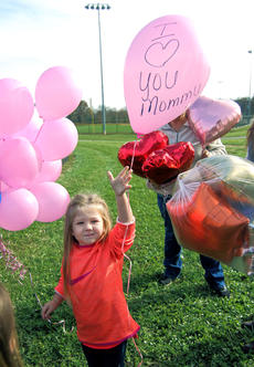 """<div class=""""source"""">KACIE GOODE/The Kentucky Standard</div><div class=""""image-desc"""">Little Bailie Rose releases a balloon Saturday for her mom, Billie Rose Watts. Watts and her friend Amber Tingle were killed in a crash in August, shortly before Bailie Rose turned 4.</div><div class=""""buy-pic""""><a href=""""/photo_select/90902"""">Buy this photo</a></div>"""