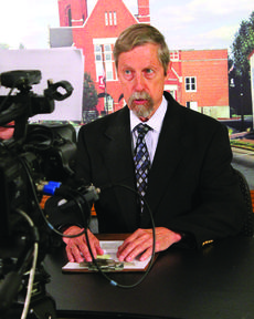 "<div class=""source"">RANDY PATRICK/The Kentucky Standard</div><div class=""image-desc"">Tom Isaac reads the headlines during his last newscast for PLG TV last Monday. His last day on the job was Thursday.</div><div class=""buy-pic""><a href=""/photo_select/48941"">Buy this photo</a></div>"