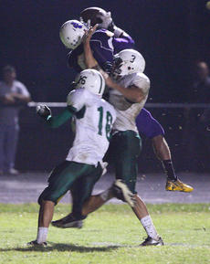 "<div class=""source"">Peter W. Zubaty</div><div class=""image-desc"">Marcus Cosby makes the touchdown catch against double coverage during Bardstown's 40-0 win Friday over Fort Knox. Cosby had two catches, both of them for touchdowns, for 105 yards.</div><div class=""buy-pic""><a href=""http://web2.lcni5.com/cgi-bin/c2newbuyphoto.cgi?pub=191&orig=bhs_ftkx_fb_03.JPG"" target=""_new"">Buy this photo</a></div>"