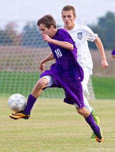 "<div class=""source"">PETER W. ZUBATY/The Kentucky Standard</div><div class=""image-desc"">Bardstown sophomore Pierce Bowman dribbles the ball upfield against Thomas Nelson in the 19th District tournament. The Tigers fell to the Generals in the district, but enjoyed the best season the school has had since 2001, when Bardstown got all the way to the state quarterfinals.</div><div class=""buy-pic""></div>"