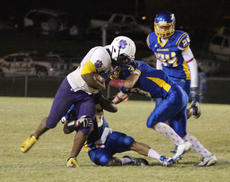 "<div class=""source"">Brandon Mattingly/Landmark News Service</div><div class=""image-desc"">Deion Tonge (left) scored two rushing touchdowns to help lift Bardstown to a 22-6 win over Washington County. The Tiger defense held the Commanders to less than 200 yards of offense.</div><div class=""buy-pic""></div>"