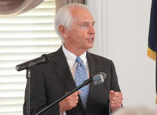 "<div class=""source"">RANDY PATRICK/The Kentucky Standard</div><div class=""image-desc"">Good teamwork has made Kentucky ""a vibrant place"" for business, Gov. Steve Beshear tells a Nelson County audience Wednesday.</div><div class=""buy-pic""><a href=""/photo_select/66239"">Buy this photo</a></div>"