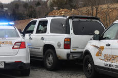 """<div class=""""source"""">RANDY PATRICK/The Kentucky Standard</div><div class=""""image-desc"""">After leading police on a chase at speeds as great as 100 miles per hour going north on U.S. 31E, Elizabeth Wright turned around in Mount Washington and headed south, collided with two police cruisers and hit a guardrail.</div><div class=""""buy-pic""""><a href=""""/photo_select/84029"""">Buy this photo</a></div>"""