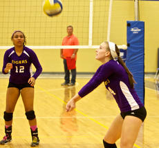 """<div class=""""source"""">Peter W. Zubaty</div><div class=""""image-desc"""">Morgan Milburn, right, and Leandra Cosby are part of a strong senior group that returned everybody from last year's 19-win squad.</div><div class=""""buy-pic""""></div>"""