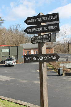 """<div class=""""source"""">RANDY PATRICK/The Kentucky Standard</div><div class=""""image-desc"""">Signs on Veterans Parkway (Broadway) point to the four war museums in Bardstown.</div><div class=""""buy-pic""""><a href=""""/photo_select/93489"""">Buy this photo</a></div>"""