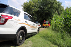 """<div class=""""source"""">TREY CRUMBIE/The Kentucky Standard</div><div class=""""image-desc"""">The Nelson County Sheriff's Office, Nelson County EMS and the Rolling Fork Fire Department along with other volunteers assisted in the search for Paul Edlin, of New Hope, over the weekend. Edlin's body was found Sunday morning.</div><div class=""""buy-pic""""><a href=""""/photo_select/78280"""">Buy this photo</a></div>"""