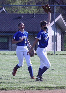 "<div class=""source"">Peter W. Zubaty</div><div class=""image-desc"">Bethlehem's Mollie Simms, right, moves to center field after playing shortstop last year. Also moving around is Kirsten Crepps, left, who switches from the outfield to second base.</div><div class=""buy-pic""></div>"