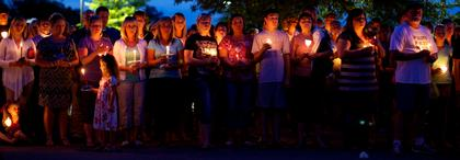 Hundreds turned out Monday night for a candlelight vigil honoring Bardstown Police Officer Jason Ellis.