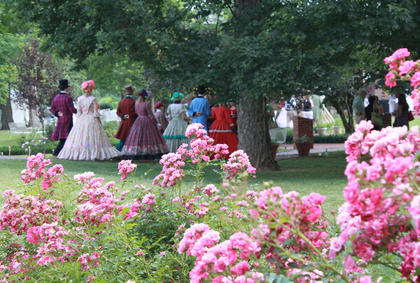 "Guests at the Opening Night Gala & Garden Party June 11 had the opportunity to meet cast members of ""The Stephen Foster Story."""