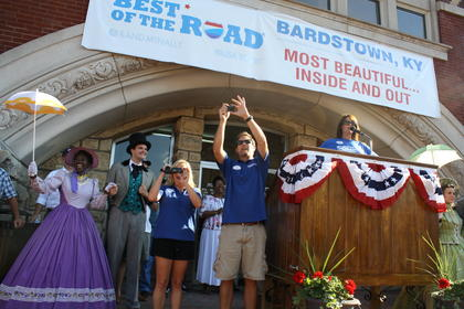 Rand McNally judges, Nikki and Dusty Green, center, are welcomed into Bardstown Friday afternoon.