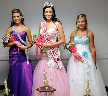 The 2011 Miss Teen Nelson County Fair was crowned Tuesday night. Nora Beth Vincent, the 15-year-old daughter of James and Gayle Vincent, Edmonson won the title.  Pictured from left are, first-runner up,  Sarah Jo McCallister, 14, daughter of Tyler and Donna McCallister, Scott County; Vincent; and second runner-up, Alana Brook Copas, 13, daughter of Chris and Lori Copas, Warren County.