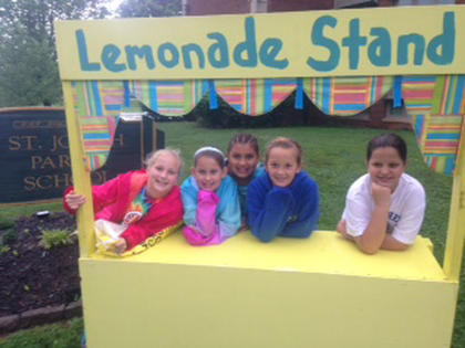 Madeline Meredith, Chloe Nicholson, Teonna Morgan, Sara Spalding and Lydia Goode participate in a lemonade stand.