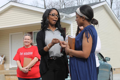 My New Kentucky Home Habitat for Humanity President Lucretia Starnes presents one of the new homeowners her key Sunday while the other homeowner, Sharon Bolin, left, waits her turn. The affiliate built the two houses side by side on McGowan Avenue. It was the group's first-ever multi-house build.