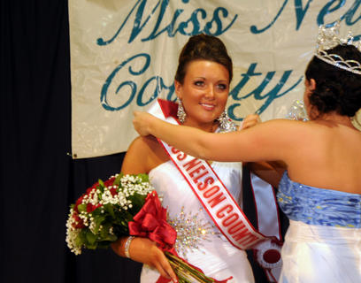 Taylor Danielle Miburn, Bloomfield, is crowned Miss Nelson County.