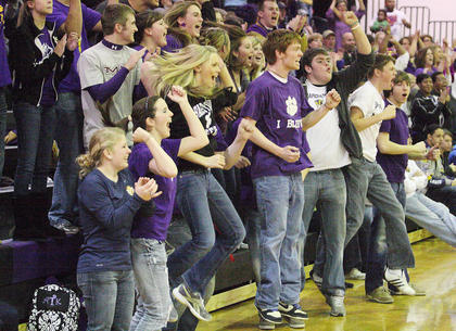 Bardstown students react to a big play.