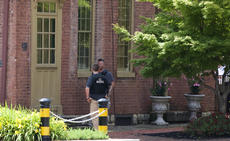 """<div class=""""source"""">FORREST BERKSHIRE/The Kentucky Standard</div><div class=""""image-desc"""">U.S. marshals were in Bardstown Monday helping city police serve warrants, mostly for parole violations, Police Chief Rick McCubbin said, but the U.S. Marshal's Office, the FBI and other federal agencies are also helping state and city police investigate death threats against Bardstown Police officers.</div><div class=""""buy-pic""""><a href=""""/photo_select/47886"""">Buy this photo</a></div>"""