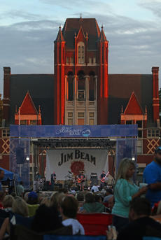 """<div class=""""source"""">KACIE GOODE/The Kentucky Standard </div><div class=""""image-desc"""">Hundreds turned out for the 2016 Bourbon City Street Concert on Third Street Saturday. </div><div class=""""buy-pic""""><a href=""""/photo_select/77650"""">Buy this photo</a></div>"""