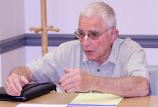 """<div class=""""source"""">Dennis George/Contributing Photographer</div><div class=""""image-desc"""">Bloomfield City Councilman Jim Glisson makes a point during discussion at Monday's city council meeting.</div><div class=""""buy-pic""""><a href=""""/photo_select/87488"""">Buy this photo</a></div>"""