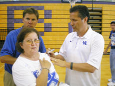 """<div class=""""source"""">PHOTO COURTESY OF DARLEENE WIMSETT</div><div class=""""image-desc"""">Kentucky coach John Calipari, right, puts his signature on a T-shirt for Wildcat fan Darleene Wimsett, left. Calipari also autographed Wimsett's UK quilt, an 18-year labor of love that features the hand-stitched names of every Kentucky player and coach since 1903. </div><div class=""""buy-pic""""></div>"""