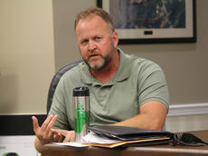 """<div class=""""source"""">RANDY PATRICK/The Kentucky Standard</div><div class=""""image-desc"""">Magistrate Eric Shelburne, an Army veteran who served in the infantry during Operation Desert Storm and in Germany, told Republican County Chairman Don Thrasher he thought he was questioning his patriotism for believing it was unnecessary to open Fiscal Court meetings with the Pledge of Allegiance.</div><div class=""""buy-pic""""></div>"""