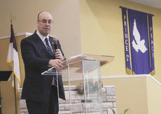 """<div class=""""source"""">RANDY PATRICK/The Kentucky Standard</div><div class=""""image-desc"""">Brother Lee Watts, chaplain of the Kentucky General Assembly, was the main speaker at state Sen. Jimmy Higdon's annual Mama Jo Nuckols Prayer Breakfast Saturday.</div><div class=""""buy-pic""""></div>"""