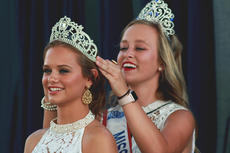 "<div class=""source"">SPENCER HARSH/TheKentuckyStandard</div><div class=""image-desc"">Lauren Miles, of Cox's Creek, was crowned Monday night as the 2018 Miss Nelson County. Miles was crowned by last years Miss Nelson County, Carsyn Kidwell.</div><div class=""buy-pic""><a href=""/photo_select/96795"">Buy this photo</a></div>"
