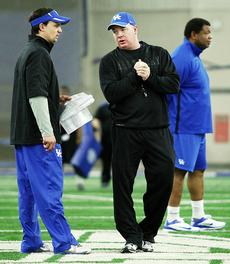 "<div class=""source"">Chet White/UK Athletics</div><div class=""image-desc"">Brown, left, consults with Kentucky head coach Mark Stoops (center) during the Blue-White game. Also pictured is tight ends coach Vince Morrow.</div><div class=""buy-pic""></div>"