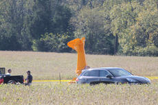 """<div class=""""source"""">RANDY PATRICK/The Kentucky Standard</div><div class=""""image-desc"""">The Federal Aviation Administration was inspecting the crash site Friday morning where a Carbon Cub went down near Samuels Field.</div><div class=""""buy-pic""""><a href=""""/photo_select/89863"""">Buy this photo</a></div>"""