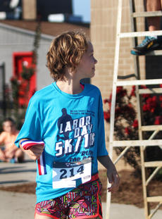 """<div class=""""source"""">KACIE GOODE/The Kentucky Standard</div><div class=""""image-desc"""">Ella Cox takes her kids division award after the annual Labor Day race event at Nelson County High School Monday.</div><div class=""""buy-pic""""><a href=""""/photo_select/79277"""">Buy this photo</a></div>"""