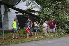 """<div class=""""source"""">RANDY PATRICK/The Kentucky Standard</div><div class=""""image-desc"""">Residents at 1401 E. Halstead, friends and neighbors survey the damage to the house and cars after a storm blew down a big tree Tuesday.</div><div class=""""buy-pic""""></div>"""