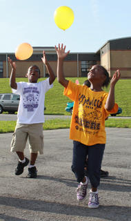 Students try to keep their balloons from popping at Bardstown Primary School's Tigerpawlooza field day June 2, 2011.