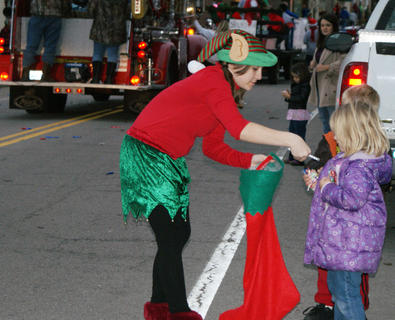 Brooke Clinton, dressed as an elf for the parade, handed out candy to 4-year-old Addison Smallwood.