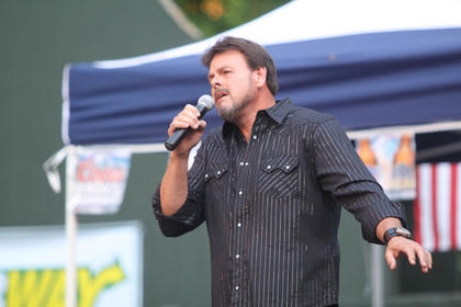 Lonnie Rigsby, Bardstown, performed Monday night.