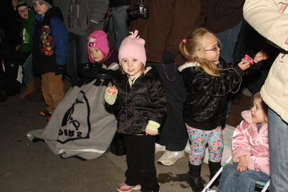 Hailey Waldridge, 3, Elizabeth Heaton, 3, Maison Salee, 4 and Emmalyn Johnson, 2, get ready for the parade on the side of North Third Street.